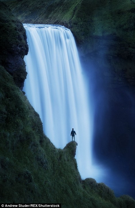 Крошечный человек на фоне грандиозных пейзажей