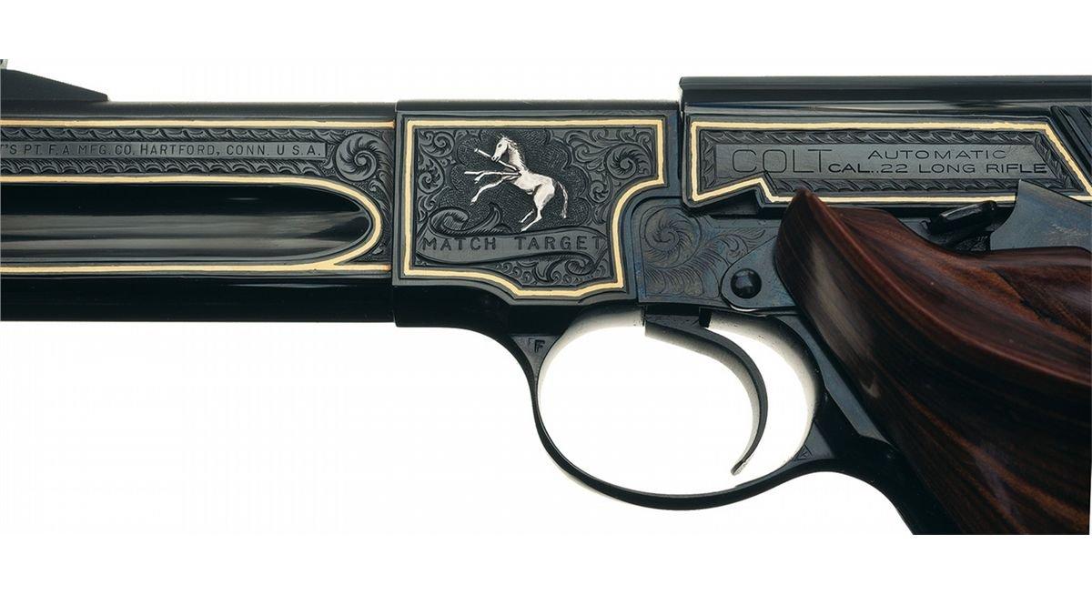 Пистолеты и револьверы с различной гравировкой