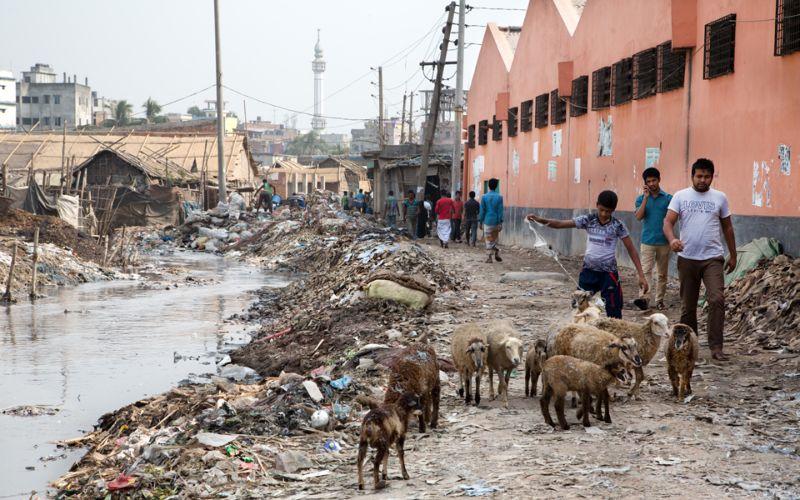 Мрачный процесс переработки мусора в самом грязном городе мира