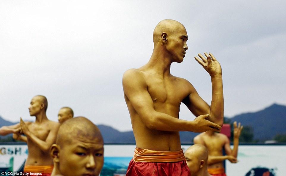 30 тысяч учеников демонстрируют мастерство Кунг-фу в Шаолиньском монастыре