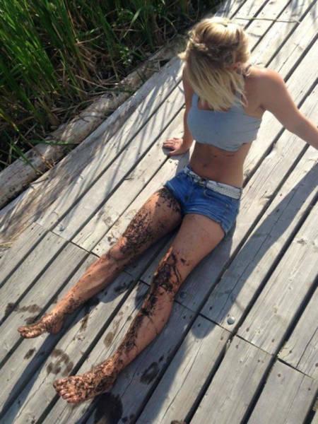 Красивые девушки в грязи