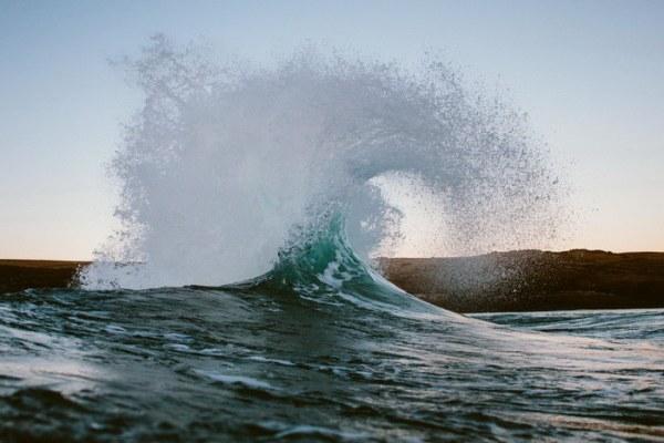 Красивый и суровый океан в Новой Зеландии