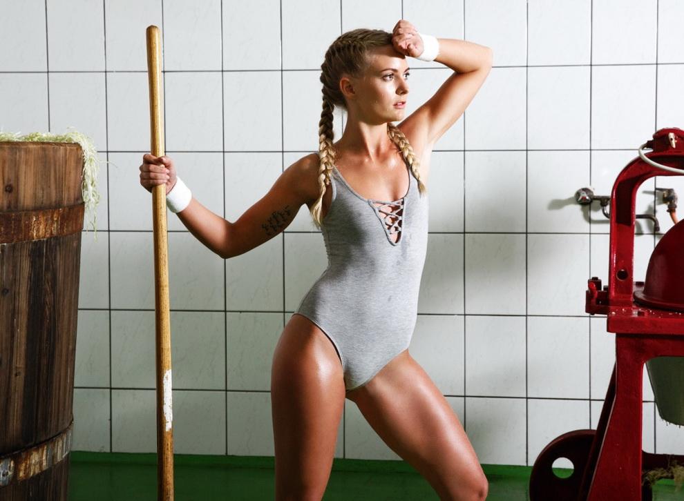 Жены австрийских фермеров снялись для эротического календаря