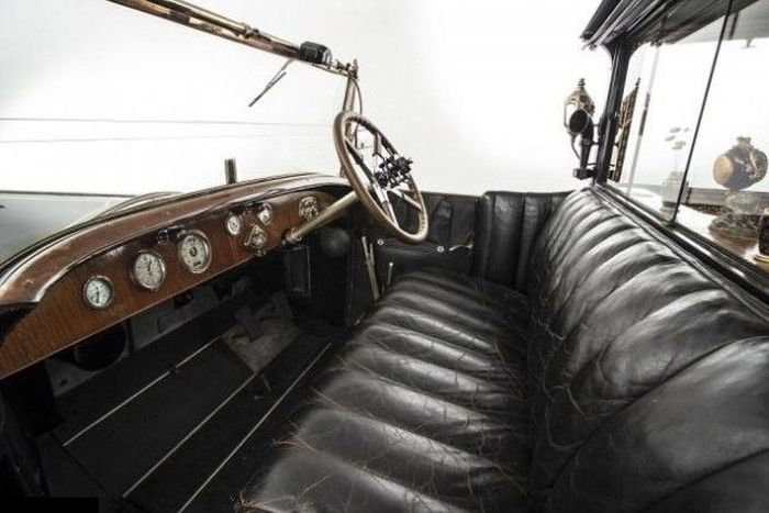 Интерьер Rolls-Royce Phantom I 1926 года, маленького дворца на колесах