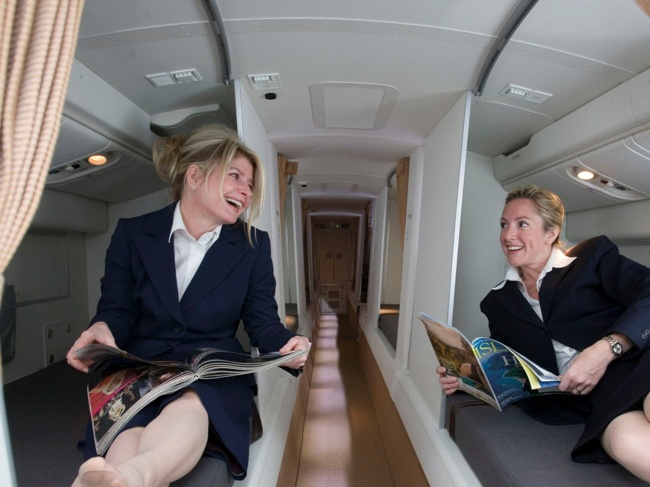 В самолетах есть комнаты для отдыха экипажа, о которых вы даже не подозревали