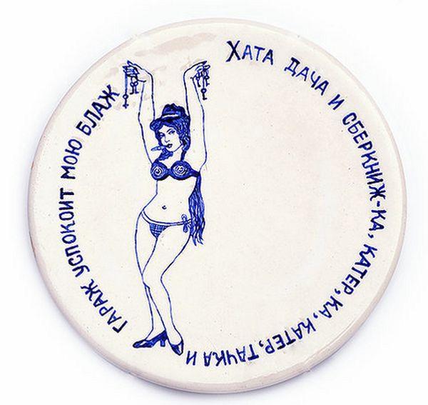 Израильский дизайнер украсила посуду татуировками советских и российских уголовников