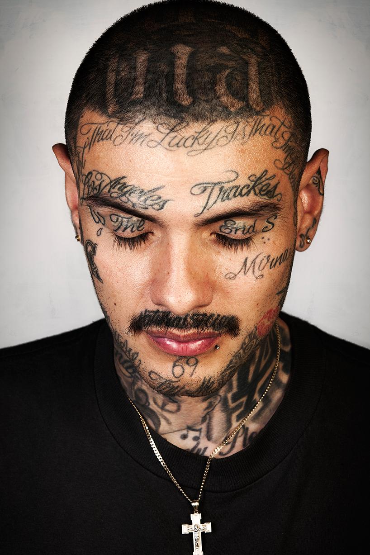 Как выглядят участники банд без татуировок