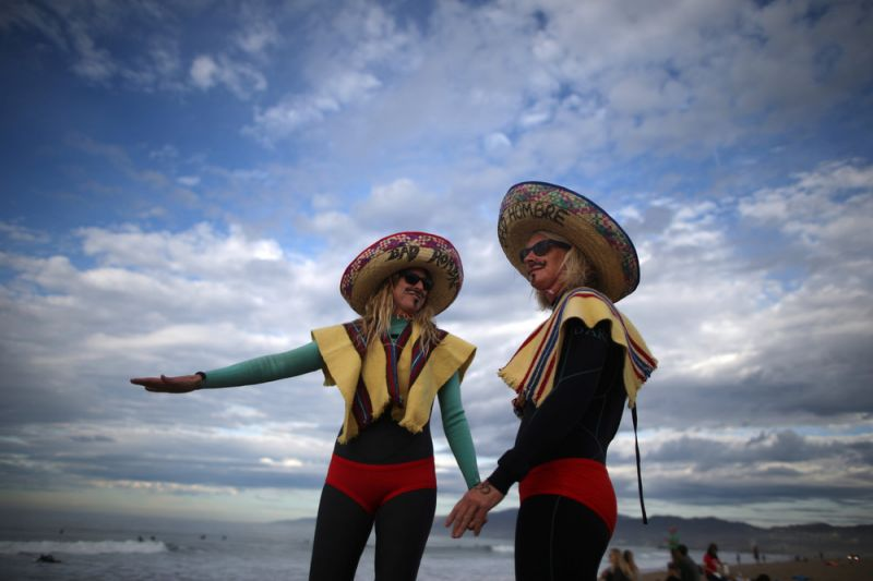 Соревнования по серфингу, посвященные Хэллоуину