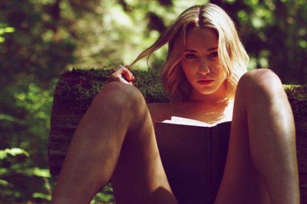 Красивые девушки любят читать