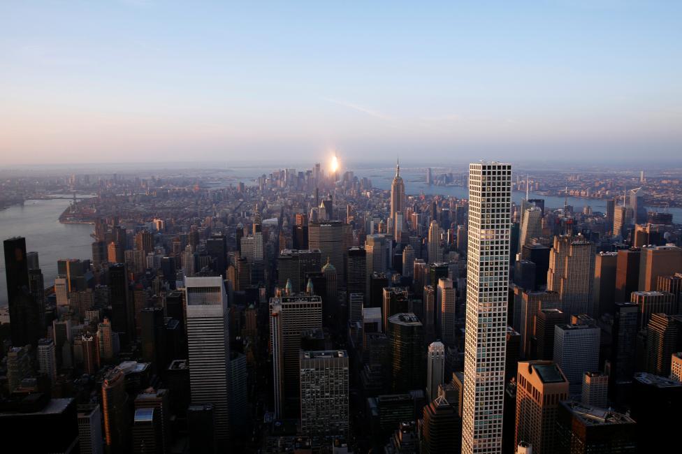 Нью-Йорк в лучах рассветного солнца