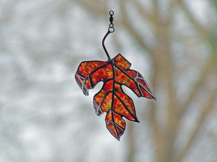 Осенние листья из пивных бутылок