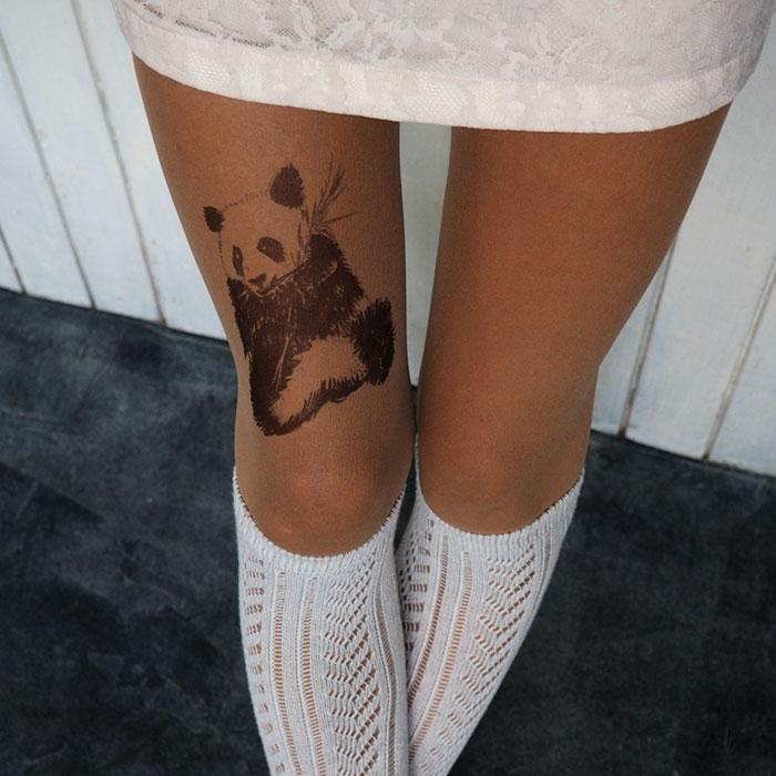 Реалистичные тату-колготки, создающие впечатление татуированных ног
