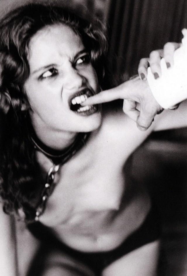 Тайна женственности в эротичных фотографиях Эллен фон Унверт