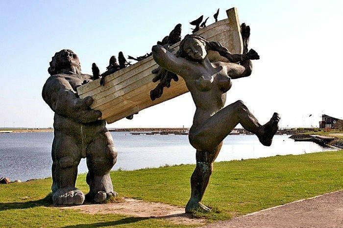 Странные и необычные статуи со всего мира