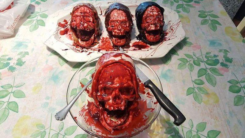 Окровавленные черепа от кулинара, любящего фильмы ужасов
