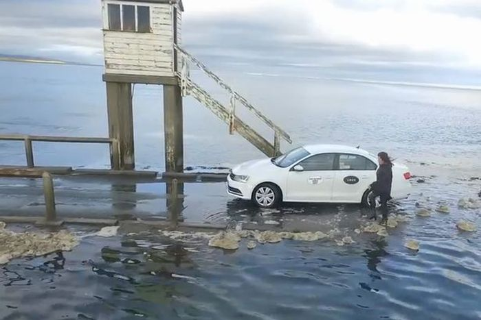 Прилив застал туристов врасплох