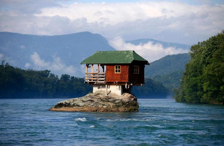Странные и необычные дома со всего света