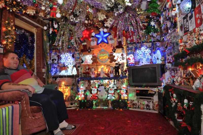 Английская семья заранее подготовилась к Рождеству