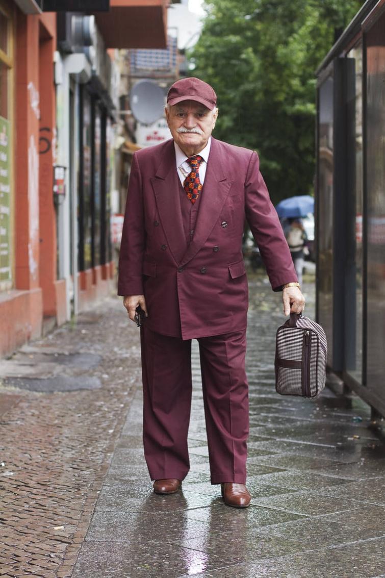 Фотограф снимает стильные наряды 83-летнего портного-модника каждое утро