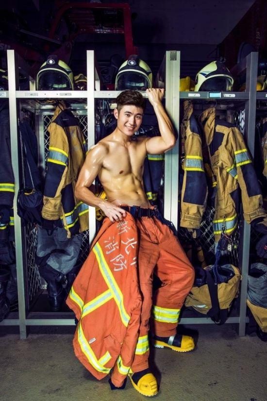 Симпатичные пожарные