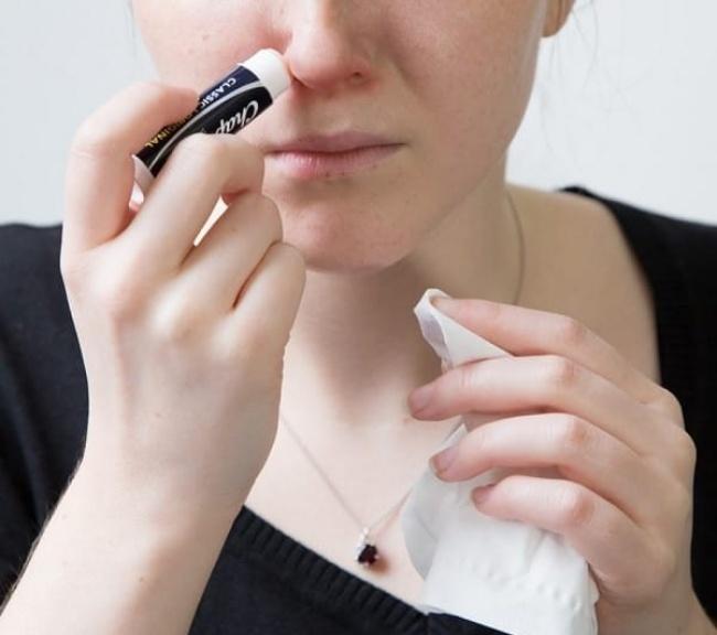 10 неожиданных способов применения гигиенической помады