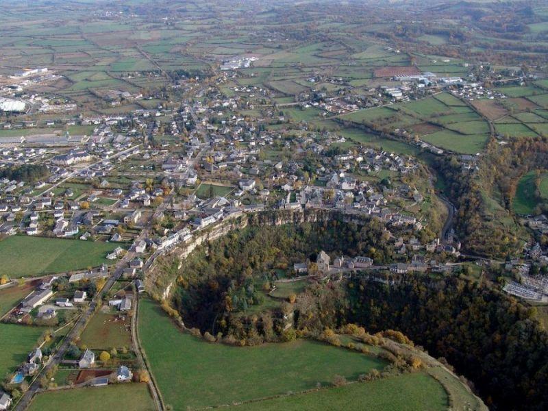 Французский городок над дырой