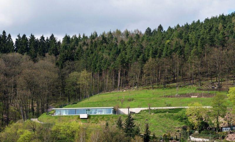 Вилла с бассейном среди природы в Германии