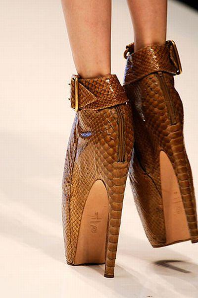 Современные модные женские туфли