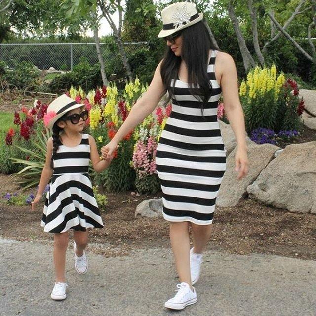 Нарядные мамы и дочки в одинаковой одежде