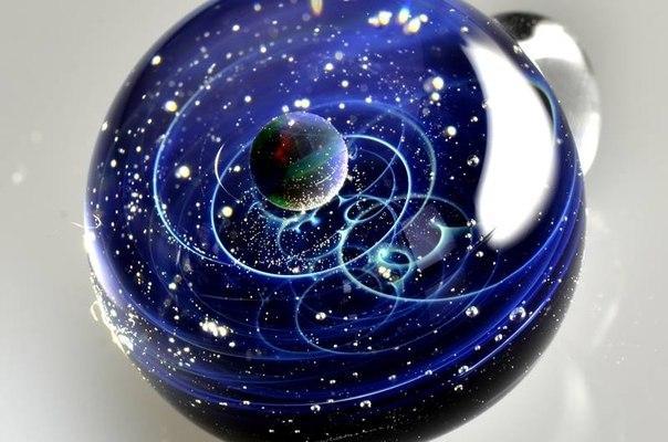 Солнечная система, заключенная в стекло