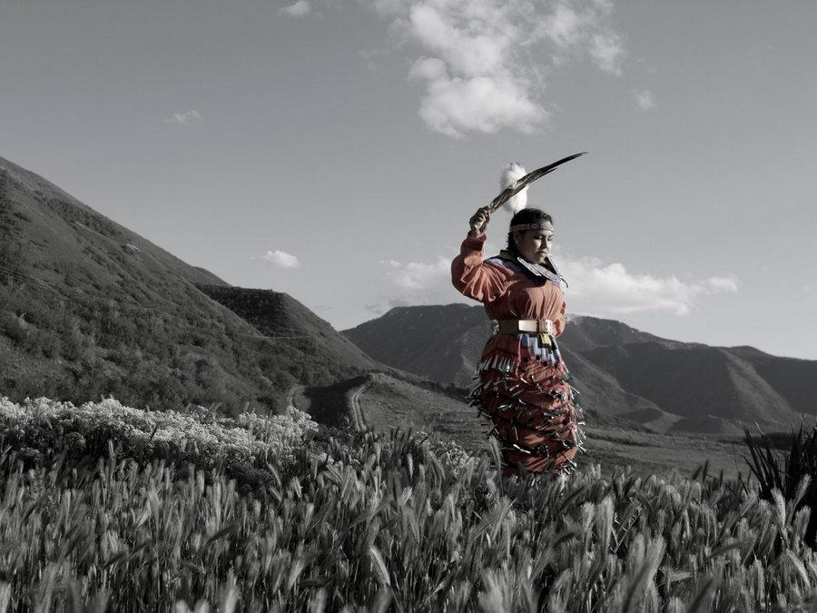 Фотограф снимает портреты коренных американских народов