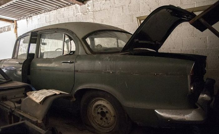 5 эксклюзивных авто в заброшенном особняке в Британии