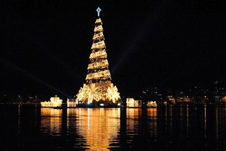 26 самых красивых рождественских ёлок со всего мира