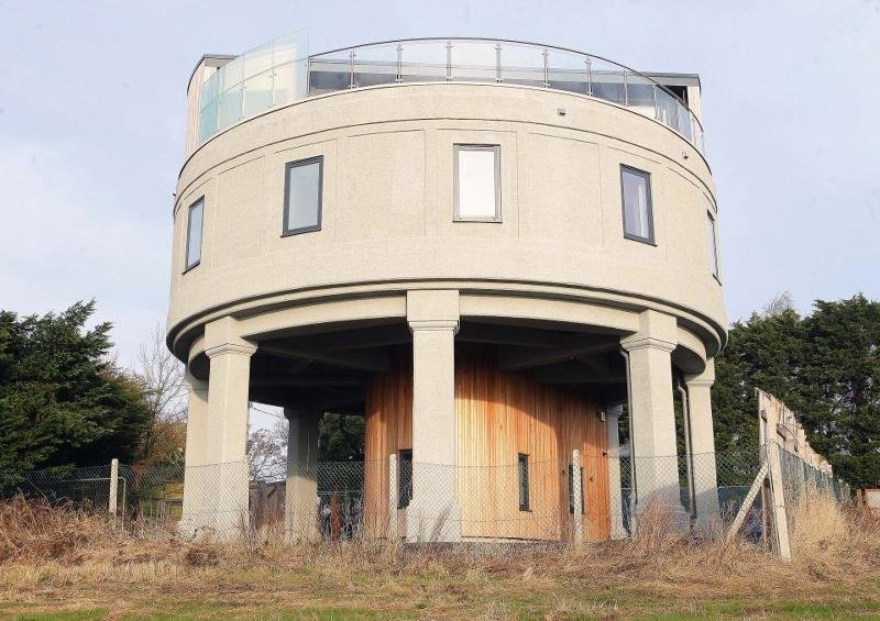 Британец превратил водонапорную башню в дом мечты