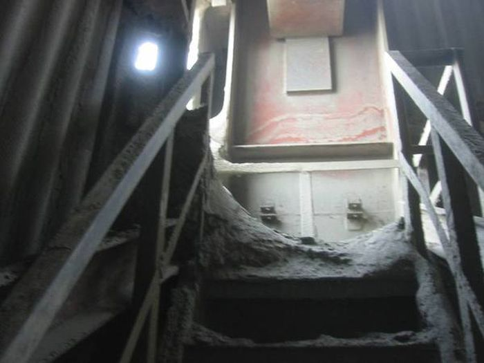 Сугробы на цементном заводе