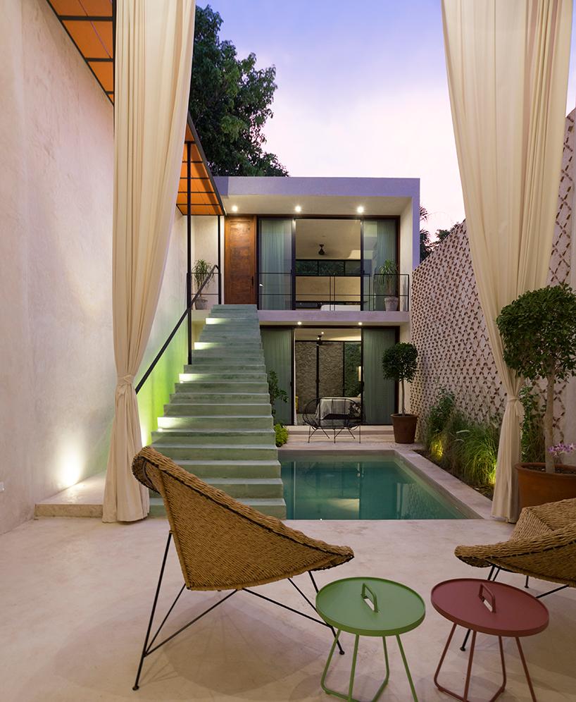 Частный дом из двух зданий в Мексике