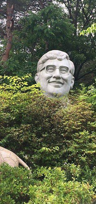 Парк уродливых скульптур знаменитостей в Южной Корее