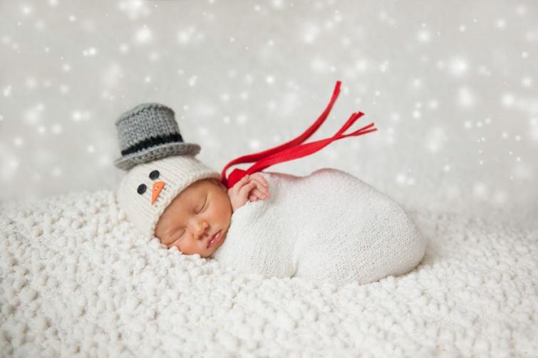 Малыши встречают свое первое Рождество