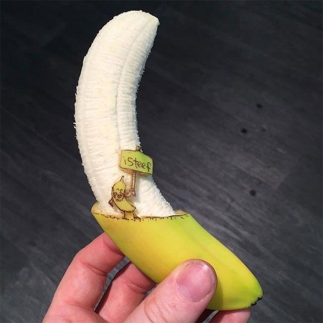 Забавные скульптуры из бананов от голландского художника