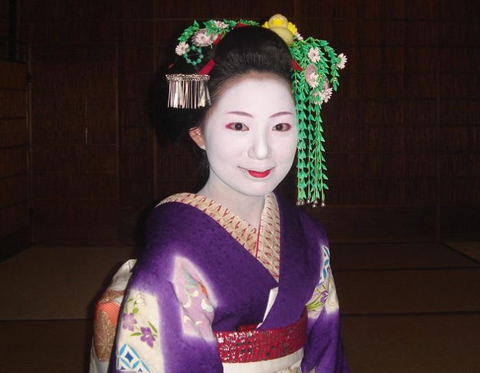 Прическа гейши: искусство традиционной японской укладки волос