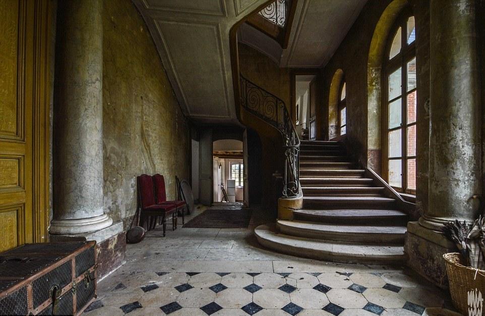 Заброшенный особняк во Франции