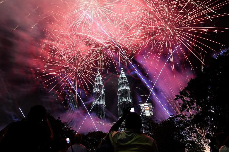 Встреча Нового года 2017 по всему миру