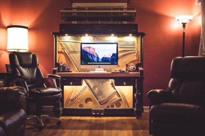 Компьютерный стол из старого пианино