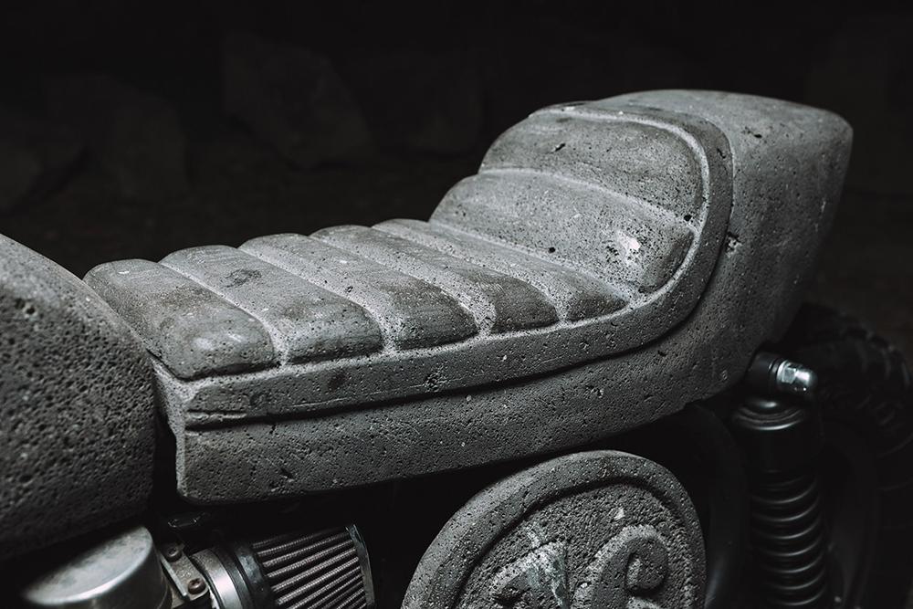 Мотоцикл Honda из камня