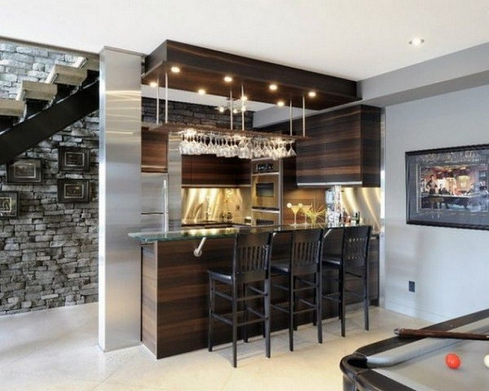 Современные кухни с домашними барами