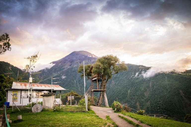 Качели смерти Каса дель Арбол в Эквадоре