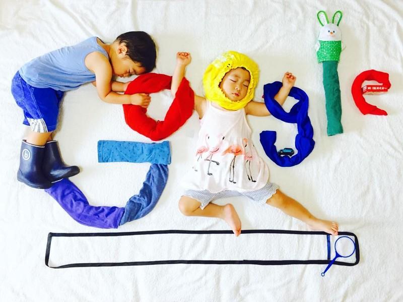 Японка фотографирует своих спящих детей в разных образах