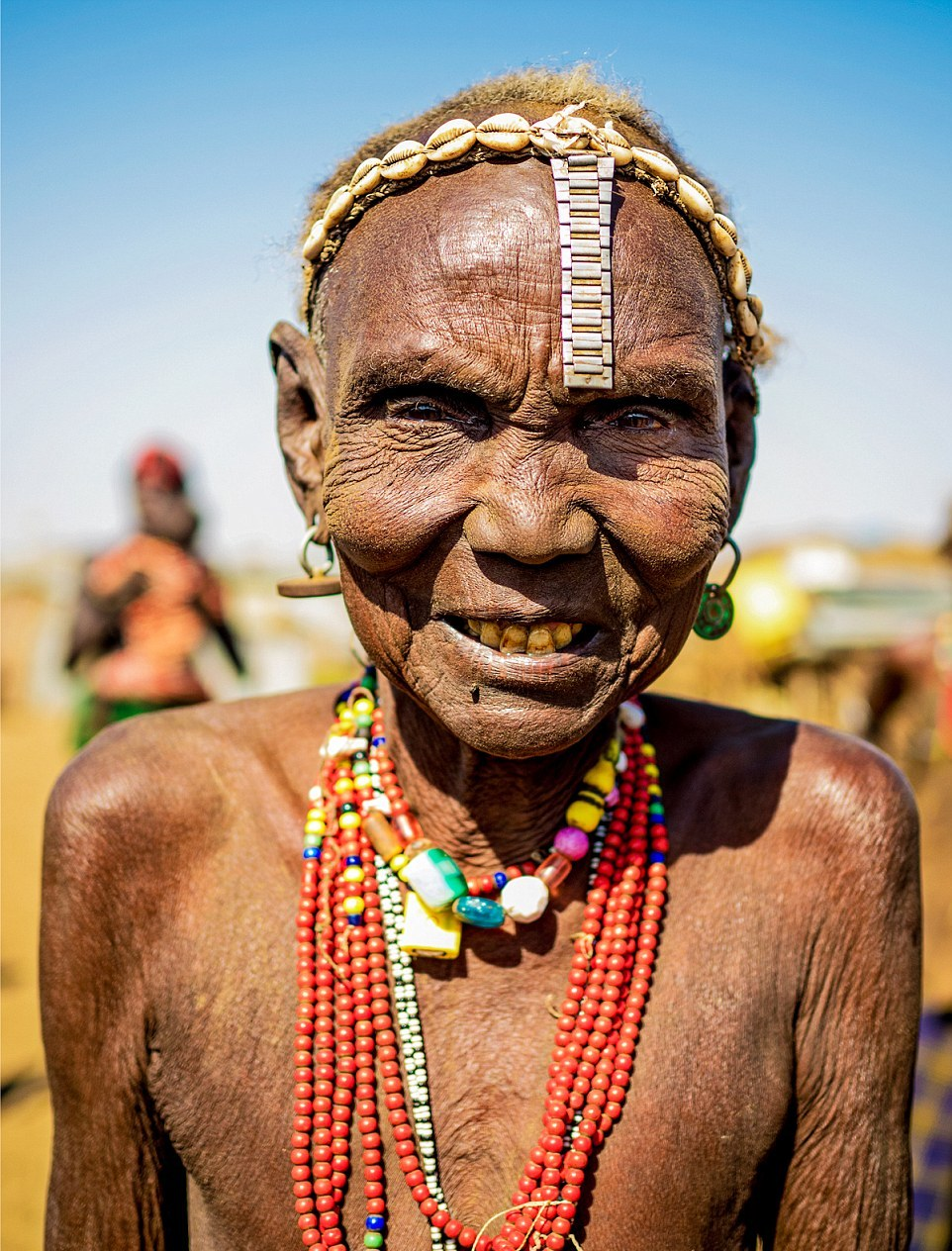 Женщины из Эфиопских племен и их пестрые украшения