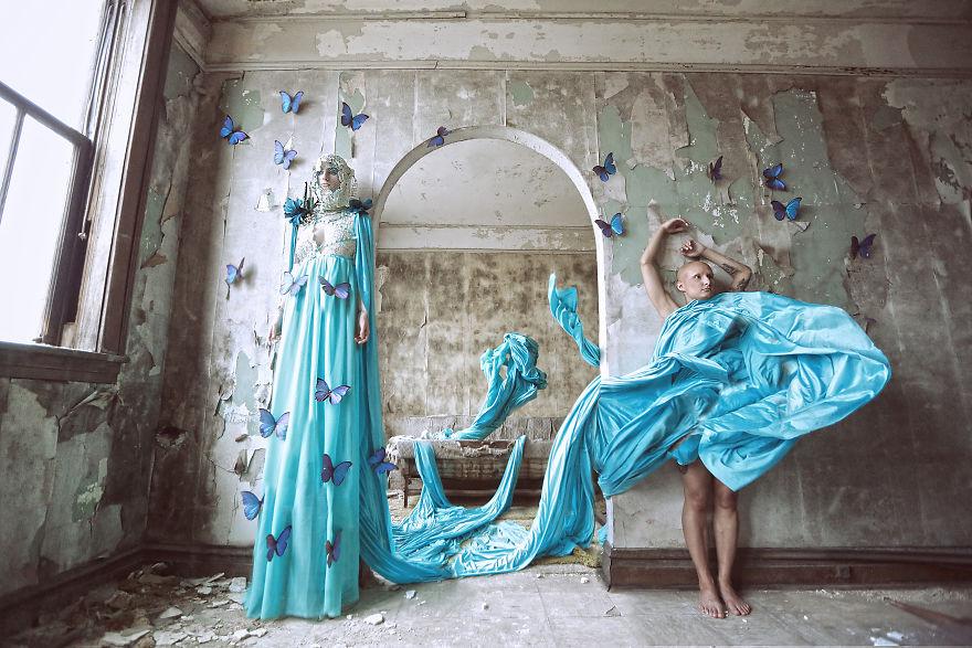 Фотограф превращает заброшенные места в фантазии