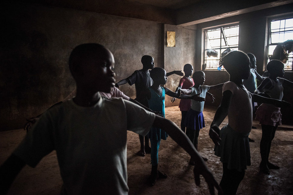 Балет в трущобах: фотопроект Фредрика Лернерида